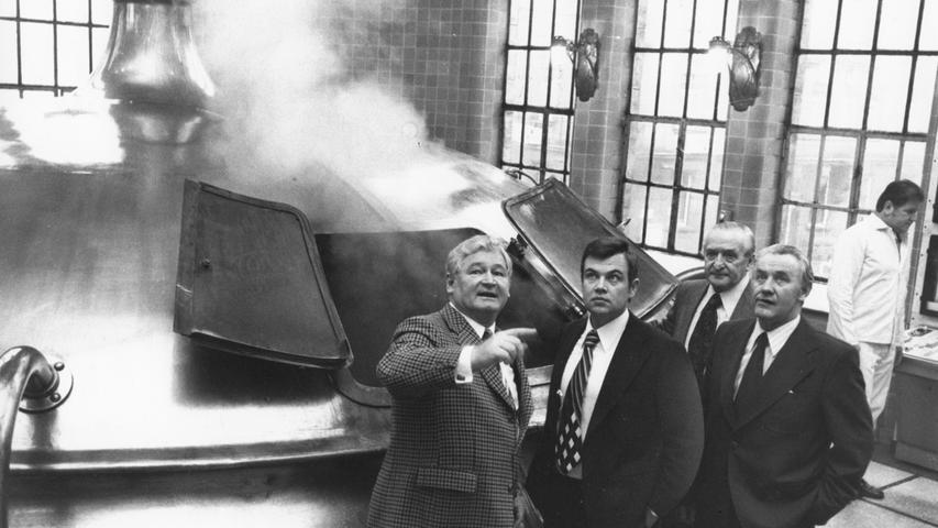 Dampf steigt in den 1970er Jahren aus dem kupferfarbenen Sudkessel der Brauerei Humbser. Sie gehörte zu den bekanntesten Brauereien Fürths (Gründung: 1782).