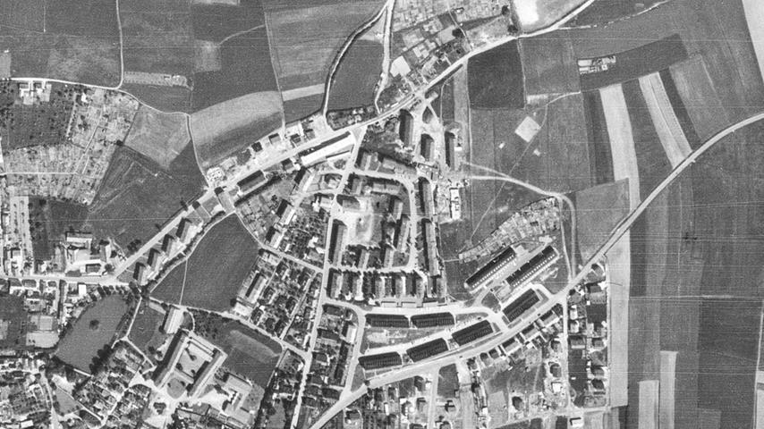 Wiwa-Weiher, Carl-Platz-Schule und Amisiedlungen sind gut zu erkennen,...