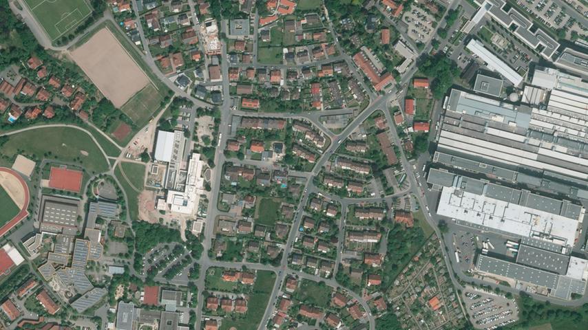 ...so! Rechts Schaeffler, links das Schulzentrum Burgstaller Weg.