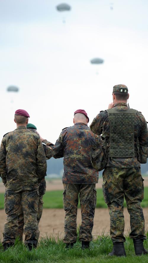 Auch die Bundeswehr war durch Beobachter an der Luftlandeübung vertreten.