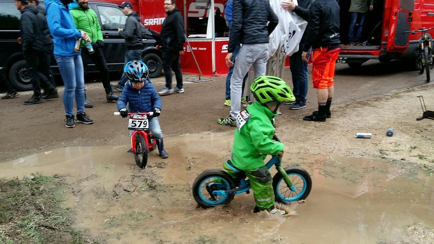 Die kleinsten Rennfahrer trotzten dem Regen...