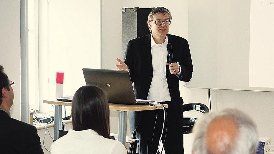 Zog eine positive Bilanz für die gut dreijährige Arbeit im EHP: Professor Dr. Joachim Grzega bei seiner letzten Veranstaltung im Europäischen Haus in Pappenheim.