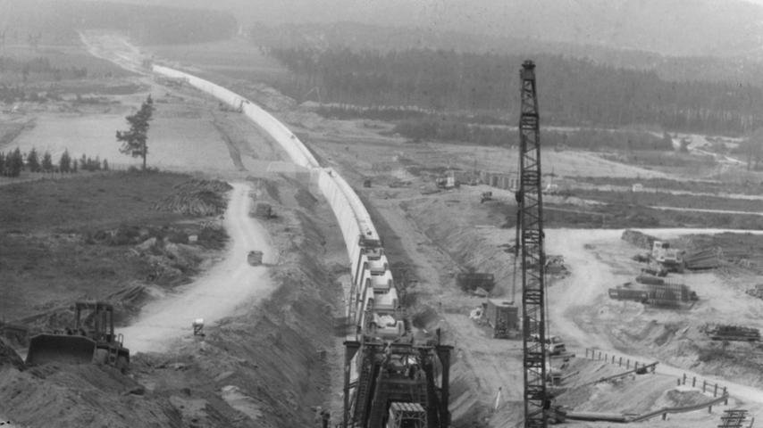 Der 1,7 Kilometer lange Damm der Brombachhauptsperre kostete damals um die 30 Millionen Mark.