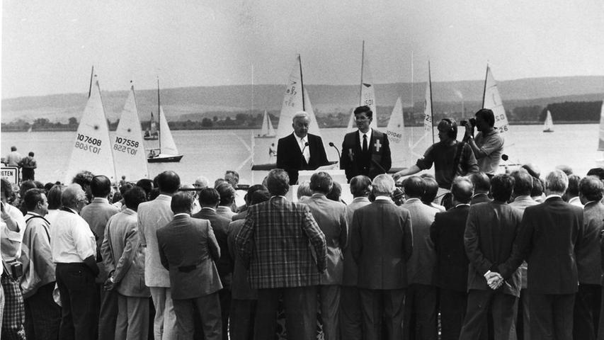 Eine erste offizielle Einweihung fand im August 1986 am Ufer des Seesstatt.