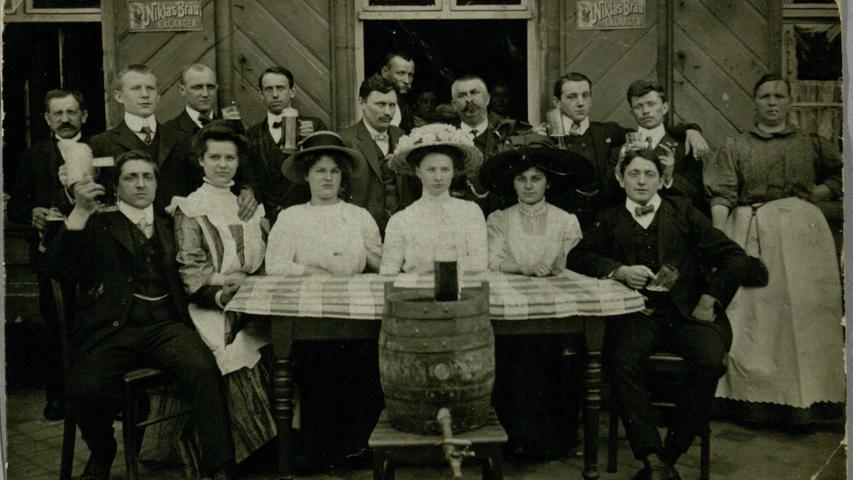 Seit 1706 wurde in der Hauptstraße 103 Bier produziert. Einen richtigen Aufschwung erlebte der Betrieb erst 1866 mit dem Wechsel zur Familie Niklas, hier auf einer Postkarte um 1890.