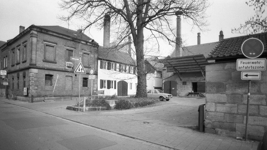 In der Hauptstraße 116 braut bereits 1617 der Brauer Wolff Maisenbuech Bier. Erst unter Georg Bechert (ab 1848) und später Carl Steinbach (ab 1861) setzte ein starker Aufschwung im Brauereibetrieb ein. Im Inflationsjahr 1923 wurde das Braukontingent an das Brauhaus Nürnberg verkauft. Der Urenkel Carl Steinbachs, Diplombraumeister Christoph Gewalt, knüpfte 1995 an die Brautradition an und setzte ein kleines Spezialitäten-Sudwerk in Betrieb.