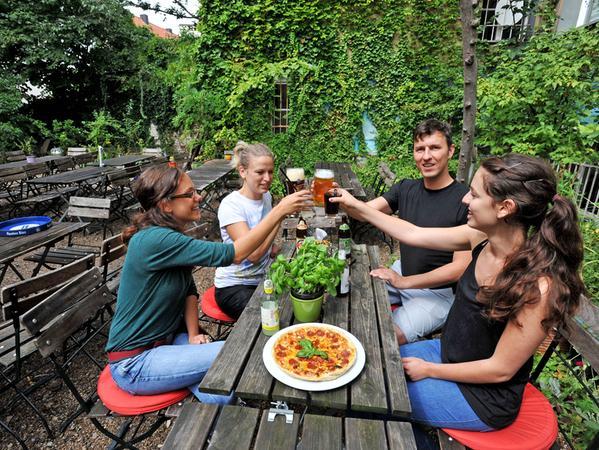 Ressort : Lokales / Magazin am Wochenende..Motiv :Aufgetischt extra / Pizza -  Biergarten Anderland in der Johannisstr. 140..Foto : Mark Johnston