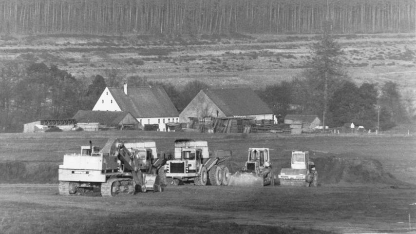 Dem Brombachsee mussten zahlreiche landwirtschaftliche Flächen und Gebäude weichen. Unter anderem musste die Langweidmühle den Fluten des neuen Wassersportparadieses weichen.