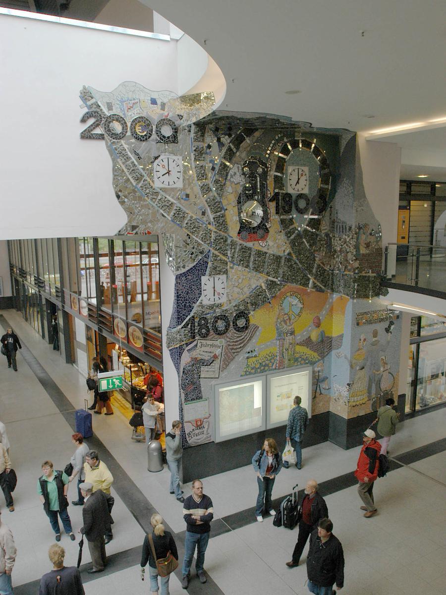 Mit dem Umbau fanden auch drei schöne Wandmosaike der Fürther Künstlerin Ingrid Rauh ihren Weg in den Hauptbahnhof. Besonders das Motiv