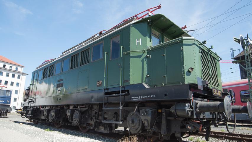 Und weil's so schön ist: Noch ein Bild von der Lok aus der DR-Baureihe E 44.
