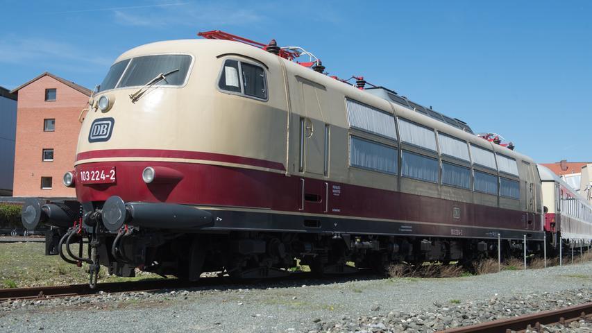 Ein Prachtexemplar, der Zug aus der DB-Baureihe 103 mit der Seriennummer 103 224.