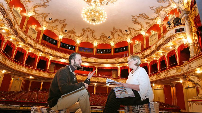Die Fürther haben wahrlich eine Perle in der deutschen Theaterlandschaft, hier ein Blick in den Zuschauerraum.   Regisseurin Monika Follmer und Theaterpädagoge Johannes Beissel bereiten hier gerade ein neues Stück vor.