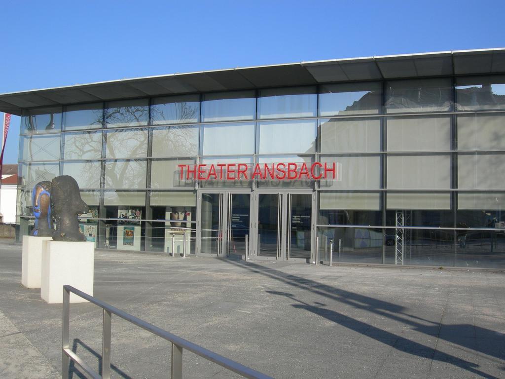 Eine der jüngsten Bühnen in ganz Deutschland ist das Ansbacher Theater: Es wurde erst 2007 aus der Taufe gehoben. Dafür wurde das 1930 errichtete