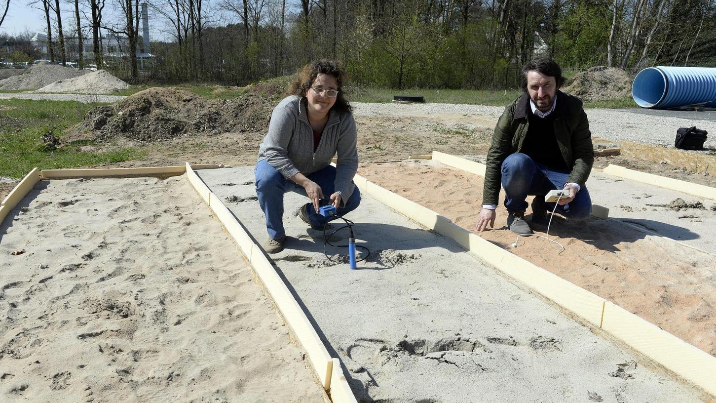 Wärme aus dem Boden: David Bertermann und Eloisa Di Sipio führen in Eltersdorf geothermische Feldversuche durch.