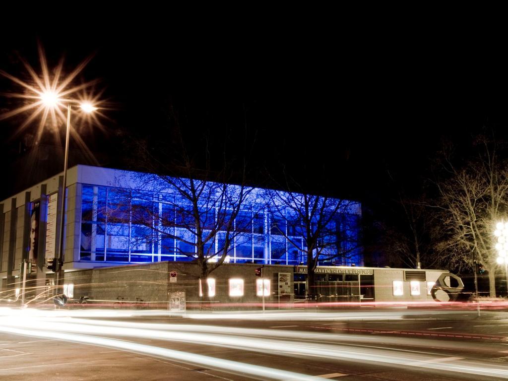 Das erste, 1804 eröffnete Theatergebäude in Würzburg wurde bei einem großen Fliegerangriff durch englische Kampfbomber am 16. März 1945 völlig zerstört. 1966 wurde der Neubau des Würzburger Mainfranken Theaters am gegenüberliegenden ehemaligen Ludwigsbahnhof eröffnet.