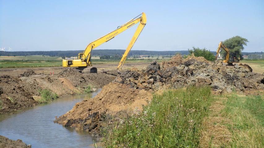 Um den ökologischen Schaden an der Altmühl zu korrigieren, hat man ab 1999 den 23 Kilometer langen Flussabschnitt zwischen Gunzenhausen und Pappenheim renaturiert. Schweres Gerät rückte an, um alte Schleifen zu reaktivieren und Nebenarme zu schaffen.