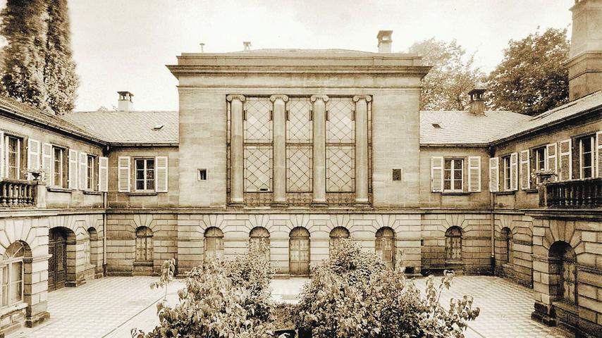 Das um 1830 erbaute Cramer-Klett-Palais: Bis zu seiner Zerstörung galt es als schönster klassizistischer Privatbau in Nürnberg. Die Villa wurde 1935 für NS-Gauleiter Julius Streicher umgebaut, der bis 1941 das Obergeschoss bewohnte.