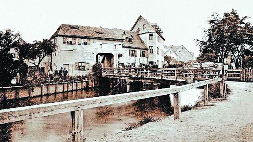 Das Wassertor war eines der vier Tore, die in die Vorstadt führten. Dahinter stand das Pumpwerk der Wöhrder Wasserwerksgesellschaft.