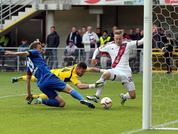 Der geht rein! Wie sich das mit dem Toreschießen anfühlt, weiß der Youngster seit Paderborn auch im Liga-Betrieb.