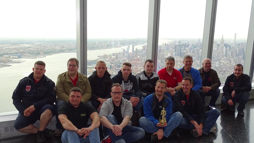 Gruppenbild in rund 400 Metern Höhe