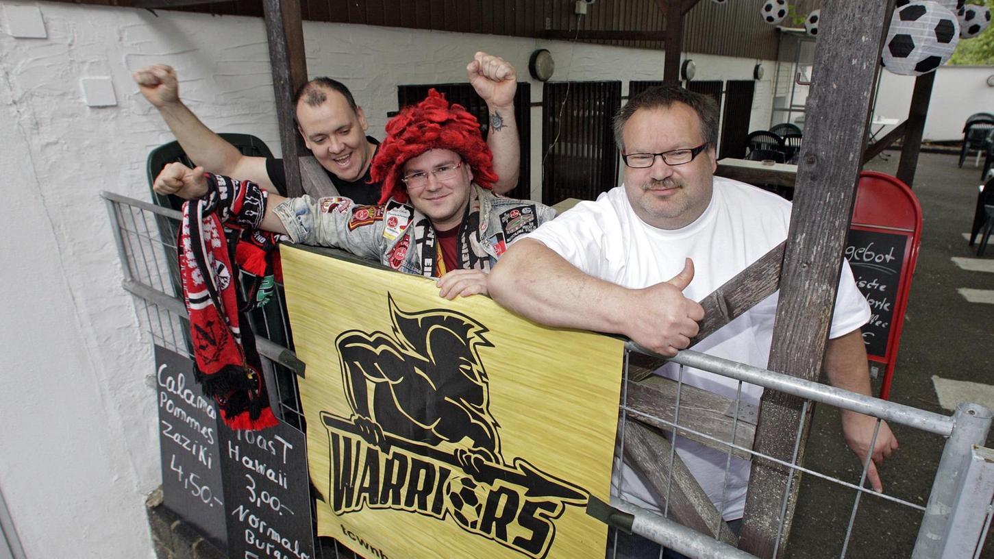 Michael Baumang, Maximilian Gienapp und Frank Auterhoff (von links) freuen sich auf die Relegation im eigenen Lokal der Club Warriors Nürnberg.