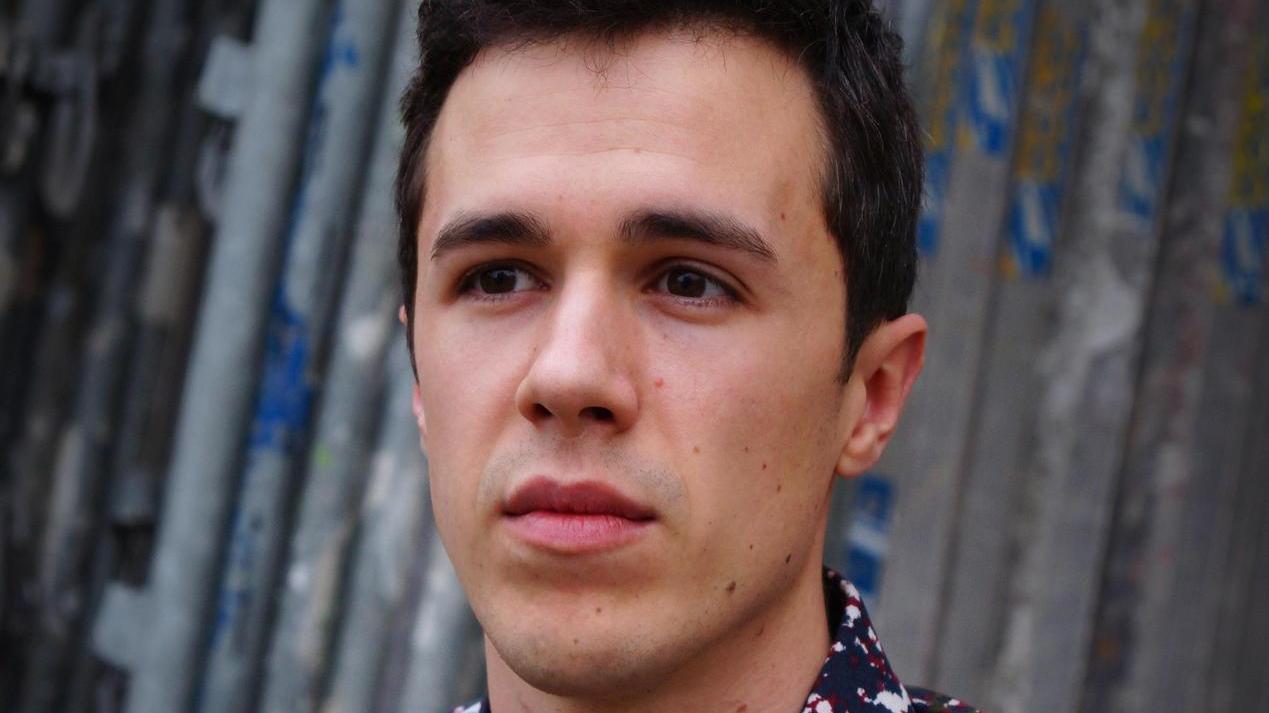 Philip Krömer, 1988 in Amberg geboren, lebt in Erlangen.
