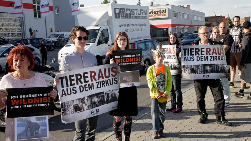 60 Tierschützer demonstrieren gegen den Circus Voyage