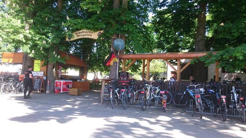 Ihre Stammgäste loben die gute Lage der Gaststätte Döllinger und ihr freundliches Personal:  - Herrliche Plätze unter hohen Bäumen in der Natur, mit sehr gutem Essen  - Neben einem