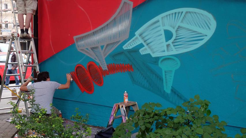 Motiv: Graffiti-Aktionstag der N-Ergie Urbane Kunst im Stadtteil Steinbühl ..Jugendliche gestalten Trafohaus der N-ERGIE am Nürnberger Melanchthonplatz ..Graffiti-Aktionstag mit Mitmachaktionen am 28. Mai ......---- ----......Foto: Roland Fengler....Datum: 28.05.2016....Ressort: Lokales....