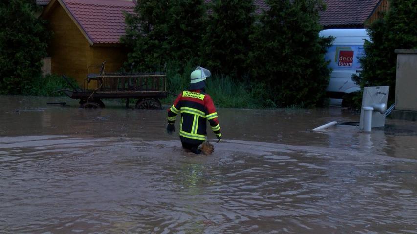 Trotzdem waren die örtlichen Feuerwehren die ganze Nacht im Einsatz.