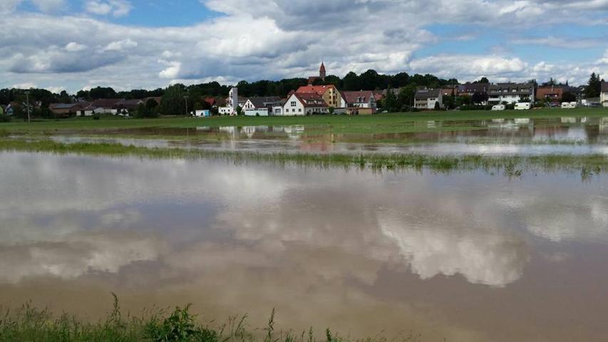 Die Wassermassen erreichten auch Veitsbronn. Dieses Bild schickte uns Leserin Tamara Klimczak über Facebook.