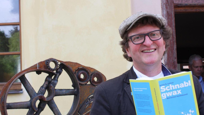 Mit seinen Schnabelgewächsen bescherte Anton G. Leitner seinen Zuhörern in Spielberg eine besondere Auszeit.
