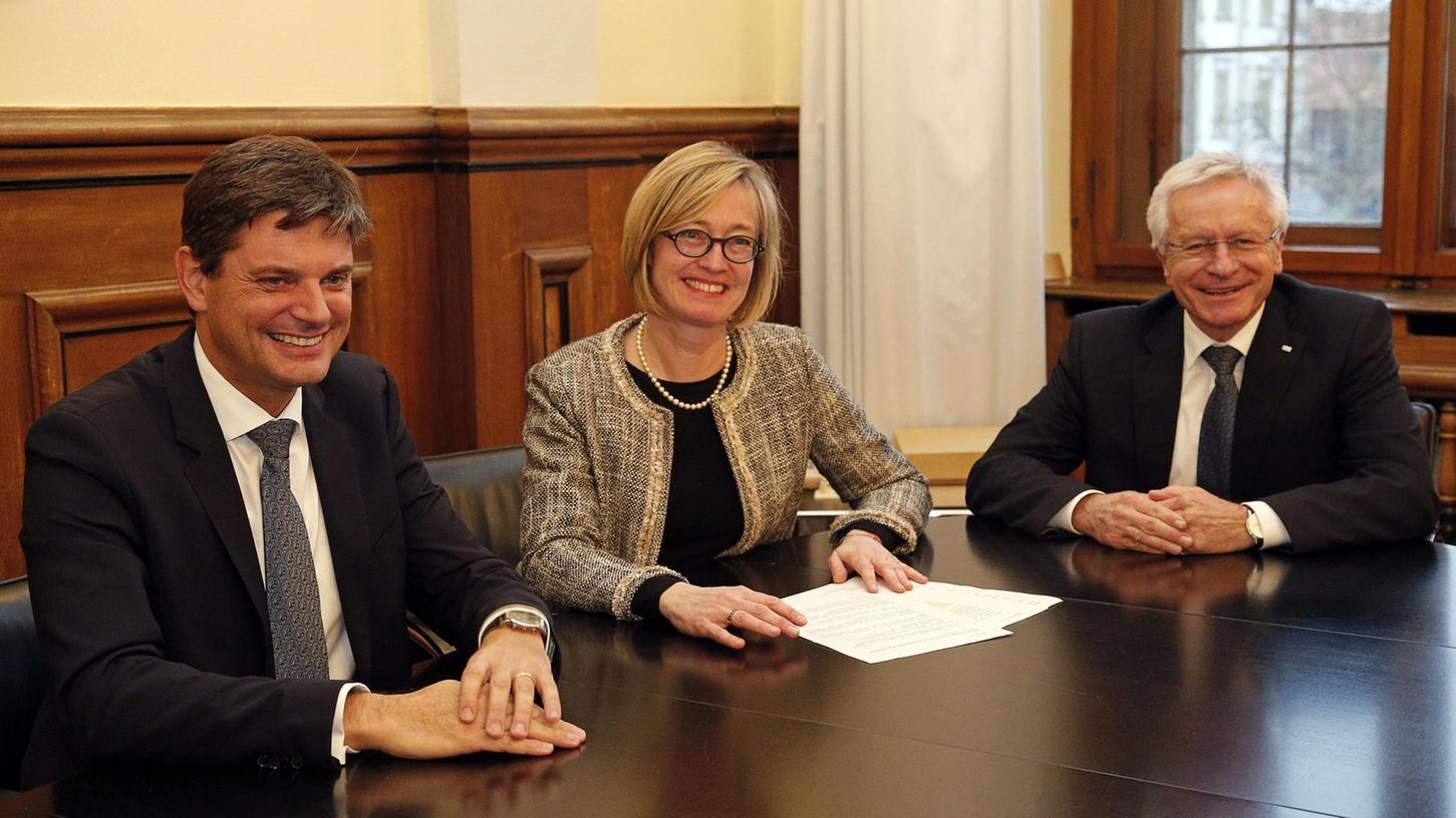 Sybille Reichert mit dem neuen Präsidenten (li.) und dessen Vorgänger.