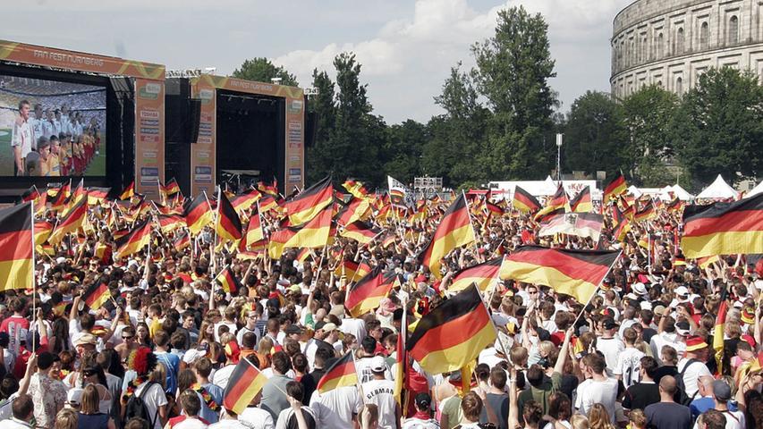 RESSORT: Lokales / Politik DATUM: 24.06.06 FOTO: Michael Matejka MOTIV: WM-Spiel: Deutschland - Schweden / Fandorf / Fan-Dorf am Volksfestplatz