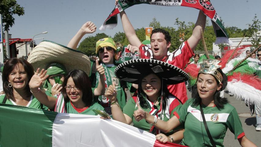 Foto: Eduard Weigert..WM 2006 WMNürnberg..Mexico - Iran....Fans vor dem Stadion