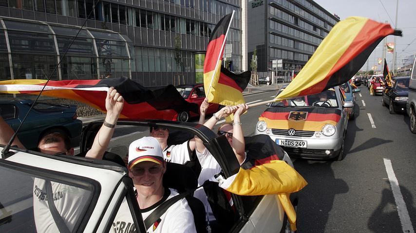 RESSORT: Lokales / Politik..DATUM: 20.06.06..FOTO: Michael Matejka ..MOTIV: WM-Spiel: Deutschland - Ecuador / Autokorso am Hauptbahnhof...