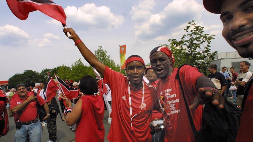Foto: Eduard Weigert..WM 2006 WMNürnberg....England - Trinidad..Fans, Sicherheitskontrollen vor dem Spiel