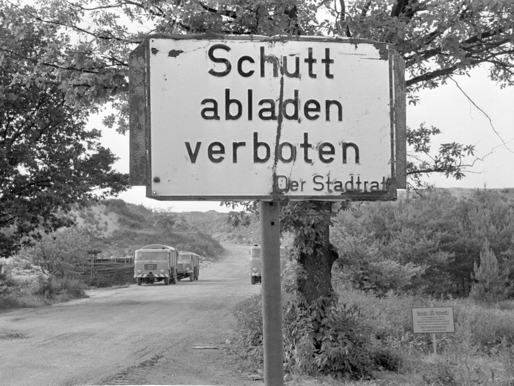 ...ein Verbotsschild am Müllplatz an der Äußeren Bayreuther Straße...