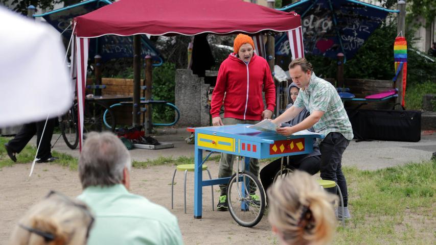 Motiv: Stadtteilpicknick Hummelstein kleines Theaterstück FluchtEnde?..  ....Datum: 12.06.2016.. ..Fotograf: Roland Fengler....Ressort: Lokales  ....Exklusiv