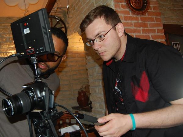 """Davide Grisolia bei der Arbeit. Er hat fast alle Effekte für """"Kryonik"""" in Handarbeit gemacht."""