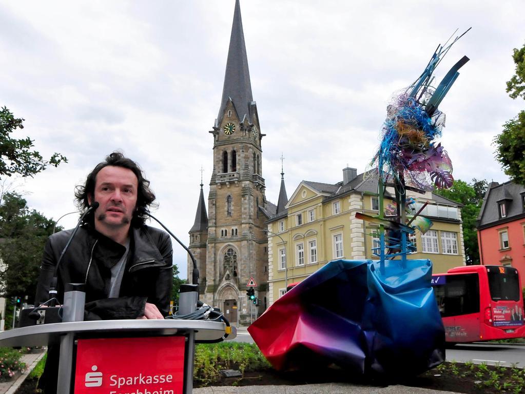 Forchheim.Sparkasse_Skulptur_Quinze..Geschenk an Forchheim .Skulptur Talking to the Sky.von Arne Quinze.Foto:Roland Huber.17.06.2016.