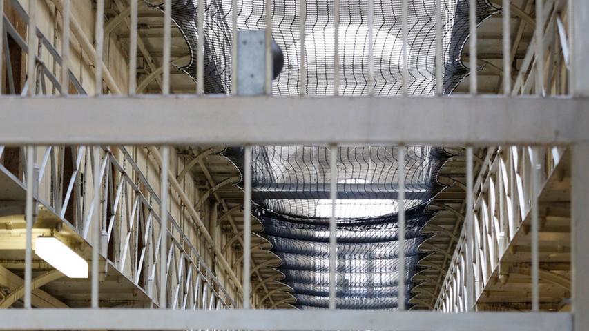 Noch befindet sich im Keller des historischen Gebäudes die Kleiderkammer, dort werden die Habseligkeiten der Gefangenen aufbewahrt. Die JVA hofft auf einen Neubau.
