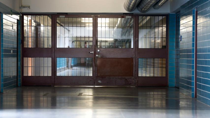 Eine Nürnberger Besonderheit: Dank der Nachbarschaft von Gefängnis und Gericht sind die Gebäude unterirdisch verbunden.