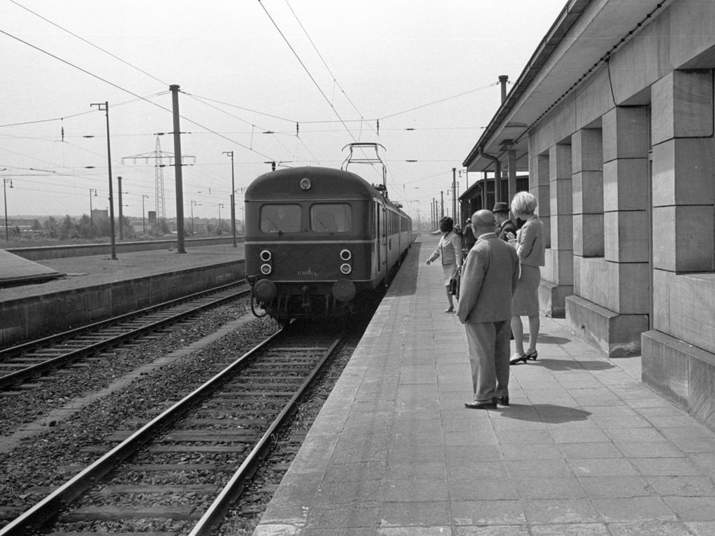 Langwasser besitzt schon einen Bahnhof (links), der früher