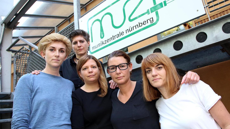 Stefanie Siedersleben (ganz links) mit ihren Unterstützerinnen Jennifer Minzloff (hinten), Eva Bär von der Musikzentrale, Kathrin Balk und Julia Kotzenbauer.