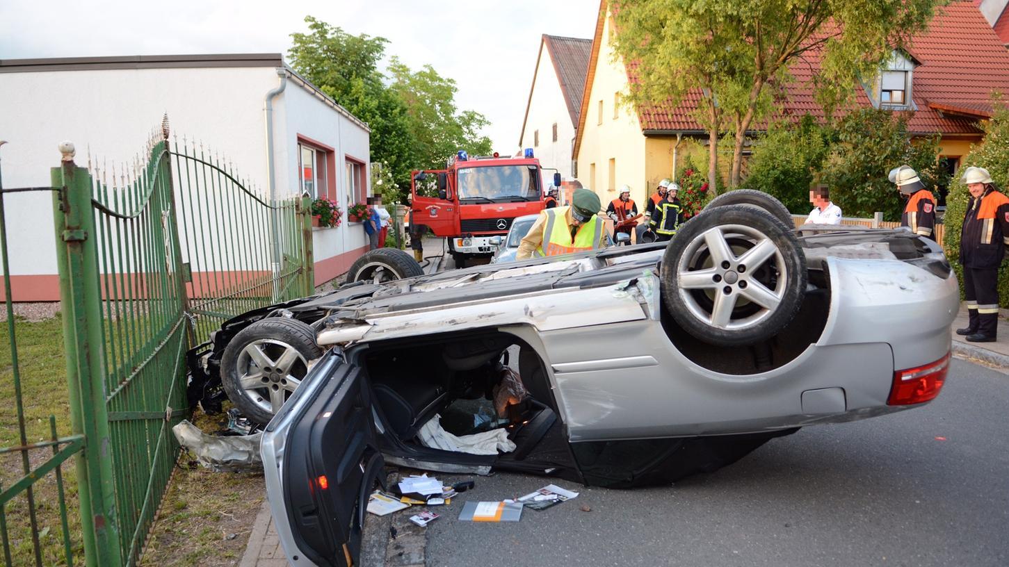 Das Audi Cabrio erlitt einen Totalschaden. Angesichts dieses Bildes kaum zu glauben, dass sich der Fahrer nicht schwerer verletzte.