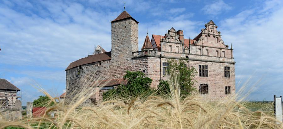 Auf Zeitreise ins Mittelalter - Baufortschritt auf der Cadolzburg