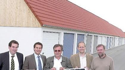 Sie sind in den Startlöchern für Schwabachs neunte Bürgersolaranlage: Bernd Beckstein, Leiter der Immobilienabteilung der Sparkasse, Matthias Nester, Gerhard Kaiser, Gerhard Brunner, Martin Sauer (v.li.).
