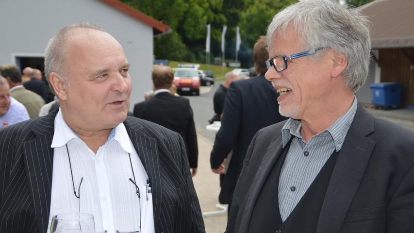 Innige Freundschaft pflegt Dr. Walter Wagner auch mit seinem Schulfreund, dem früheren Pegnitzer Dekan Dr. Gerhard Schoenauer. Gemeinsam arbeiten beide bis heute im Diakonieverein.