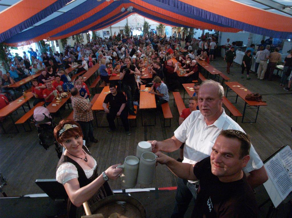 Erstmals hat die Höchstadter Kirchweih im Engelgarten stattgefunden. Fünf Tage lang wurde gefeiert, es gab ein tägliches Programm für die Kinder, einen Familiennachmittag und jede Menge Musik.